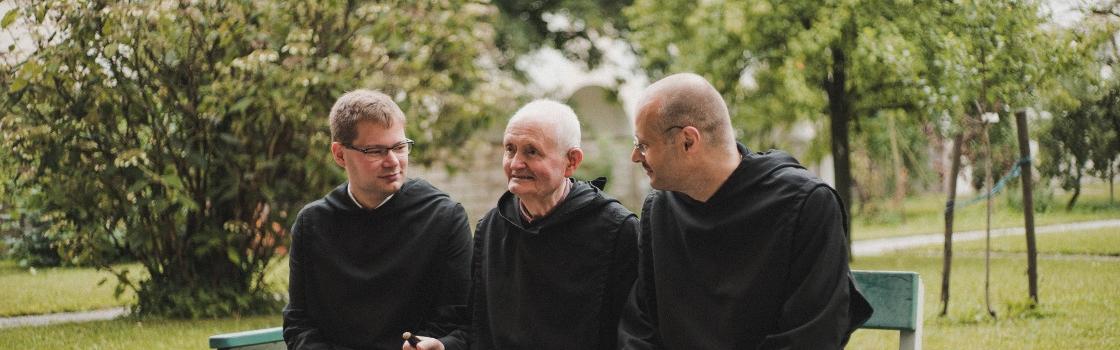 Der Konvent St. Peter mit Erzabt Korbinian und Abtpräses Christian Haidinger