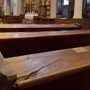 Renovierung Stiftskirche: Schäden Kirchenbänke