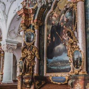 P. Raphael beim Verlesen der Urkunde