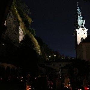 Nach der Osternacht traf dieser Lichtstrahl unsere Kirche!