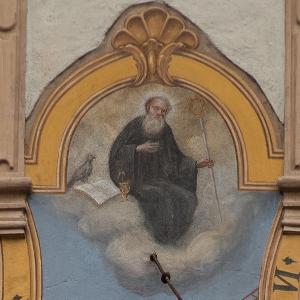 fr. Johannes beim Unterschreiben der Urkunde