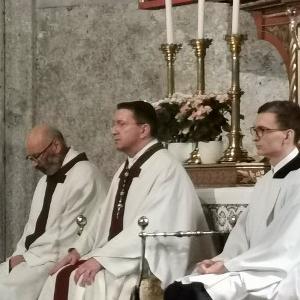 Die neue Ehrendoktorin und -doktoren Prof. Dr. Lars P. Feld, Sr. Dr. Michaela Puzicha OSB und Dr. Lorenz Erni