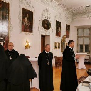 Beim Empfang im Abteisaal (von rechts: Erzabt Korbinian Birnbacher, Abt Theodor Hausmann und Erzabt Wolfgang Öxler) © Erzabtei