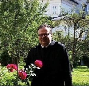 Beim Pontifikalamt (mit sehr vielen Priestern)