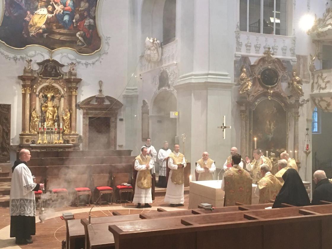 Bei der Eucharistiefeier © Erzabtei