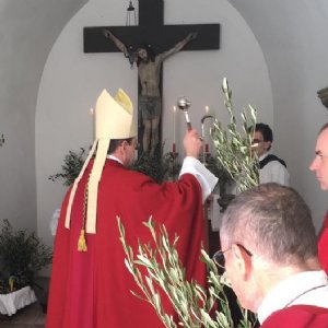 fr. Jakob schwingt den Taktstock
