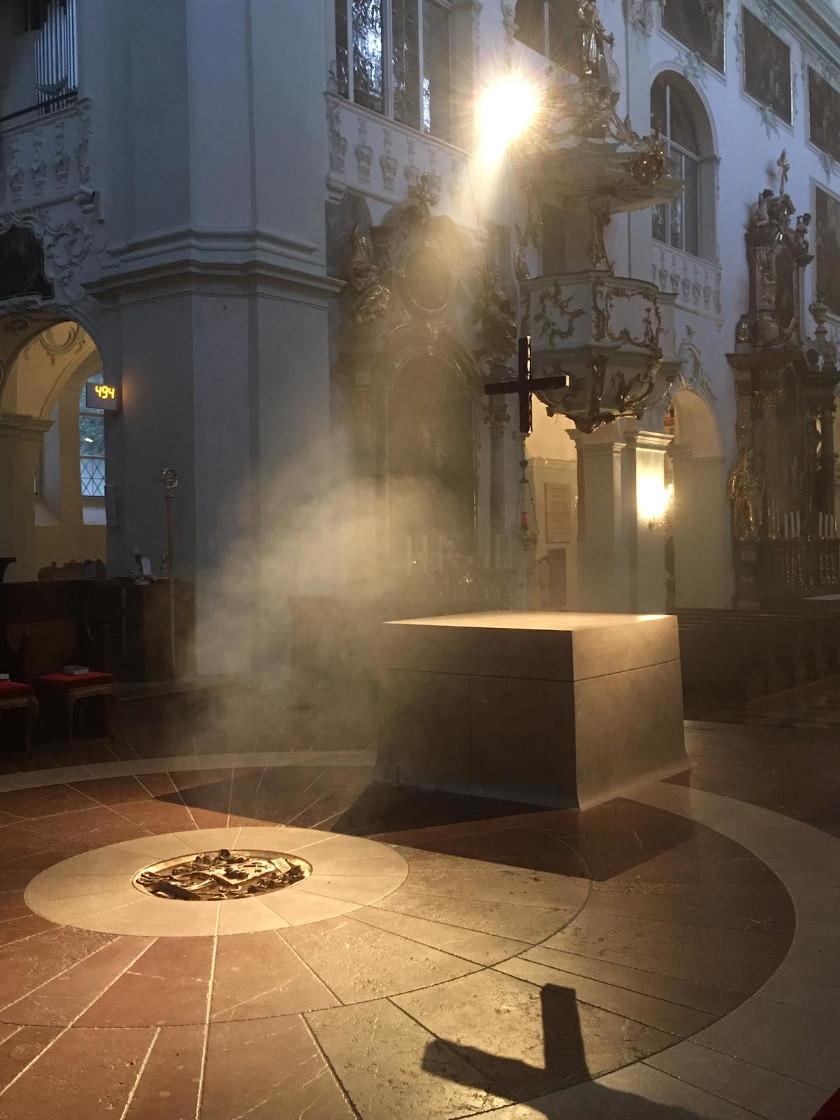 Der Altar ist nicht gedeckt. © Erzabtei