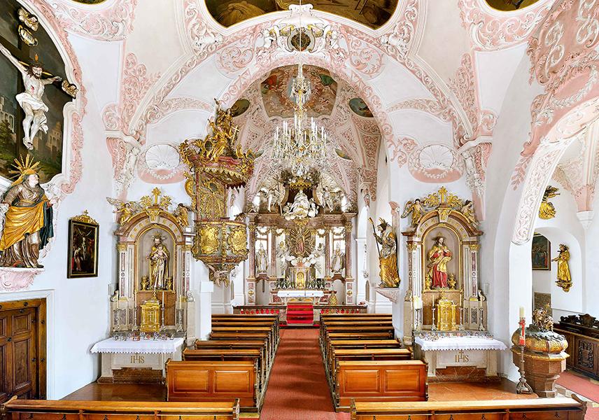 Innenraum der Pfarrkirche Köstendorf