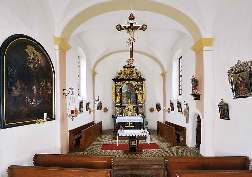 Innenraum der Filialkirche zum hl. Leonhard in Weng