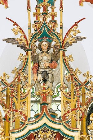 Der hl. Michael, Statue des Kirchenpatrons am Hochaltar in der Pfarrkirche