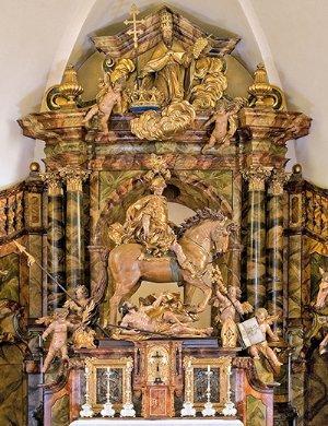 Kirchenführer Graz St. Martin: Die Martinsgruppe am Hochaltar  © Verlag St. Peter
