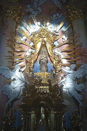 """Das """"Weihnachts-Lichtwunder"""" am Christtag, die Sonne beleuchtet die Gnadenstatue der Muttergottes"""