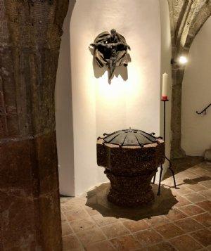 Taufbrunnen im alten gotischen Kapitelsaal © Erzabtei