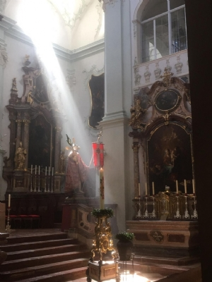 Ostern 2021 - Der auferstandene Christus nach dem Pontifikalamt - 2 © Erzabtei