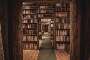 Kultur Bibliothek Gang durch Bibliothek © Michael Rieß