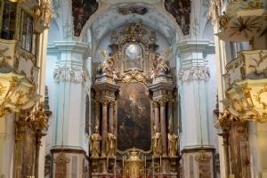 Kloster Kirche innen Altarbild © Michael Rieß
